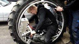 Смотреть Одноколёсный мотоцикл