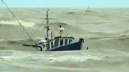 Непросто рыбачить в шторм