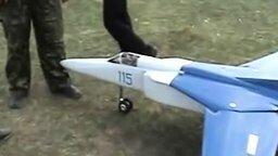 Смотреть Потрясная модель Миг-23