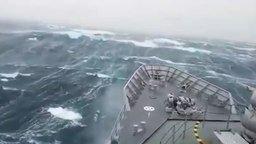 Корабль в сокрушительный шторм смотреть видео - 0:44