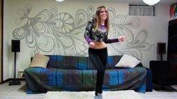 Смотреть Девушка круто танцует