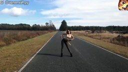 Смотреть Девушки танцуют