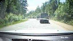 Смотреть Сборник опасных обгонов на дороге