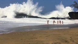 Страшно красивые волны смотреть видео - 1:06