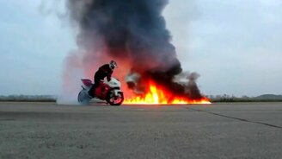 """Смотреть Трюки на мотоцикле под """"Гангнам Стайл"""""""