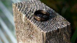 Смотреть Как сделать кольцо из шпона
