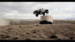 Смотреть Невероятные прыжки на автомобилях