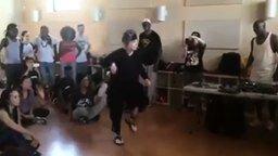 Танец 72-летней женщины смотреть видео - 1:45