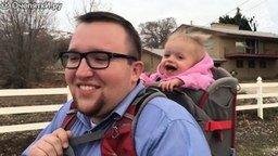 Смотреть Как отец проводит время с ребёнком