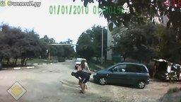 Смотреть Коварные люки на дорогах