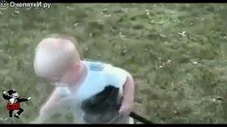 Смотреть Смешные ребятишки в видеоподборке