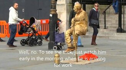Смотреть Как статуя парит?