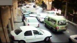 Смотреть Сумасшедший индийский водитель