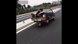 Если нет задних колёс... смотреть видео прикол - 0:35
