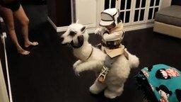 Смотреть Забавный костюм маленького рыцаря