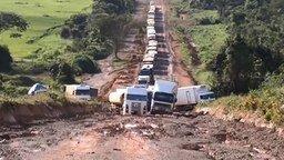 Смотреть А ещё говорят, в России плохие дороги
