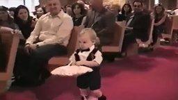 Смотреть Малыш не донёс кольца молодожёнам