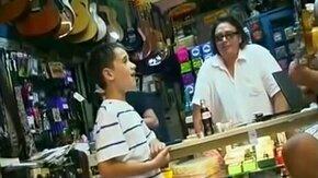 Смотреть Талантливый маленький певец