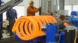 Смотреть Как делаются огромные пружины