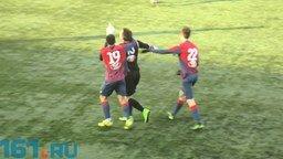 Вратарь забивает от своих ворот смотреть видео - 1:04