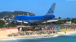 Самолёт пукнул - и всех унесло смотреть видео прикол - 1:45