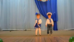 Смотреть Совсем юные моряки в танце