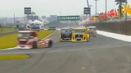 Невероятные аварии грузовиков на гонках смотреть видео прикол - 6:29