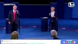 Смотреть Трамп и Клинтон поют дуэтом