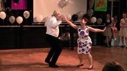 Смотреть Нам бы так танцевать в их годы