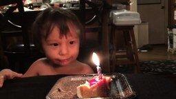 Смотреть Малыш и непобедимая свеча