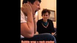 Шутник и его бабушка смотреть видео прикол - 0:30