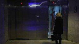 Самый смелый розыгрыш в лифте смотреть видео прикол - 0:57