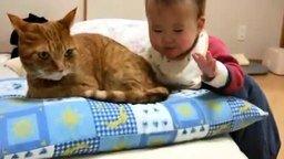 Смотреть Малышка и кошачий хвост