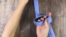 Смотреть Как завязать галстук за 10 секунд