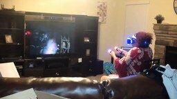 Бабушка знакомится с виртуальной реальностью смотреть видео прикол - 1:38