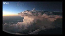 Грозовое облако: вид с самолёта смотреть видео - 3:08