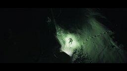 Смотреть Экстрим на лыжах в ночных горах