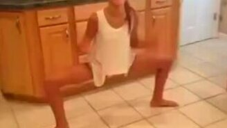 Девочка-лягушка смотреть видео прикол - 0:06