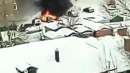 Смотреть Потушил авто снегом