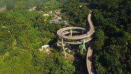 Смотреть Необычный автомобильный мост