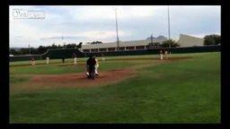 Смотреть Бейсболисты подбили оператора