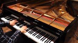 Смотреть Приятная мелодия на пианино