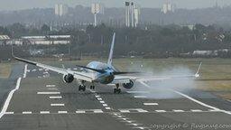 Смотреть Проверка шасси самолёта