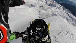 Смотреть Экстремальный полёт на снегоходе