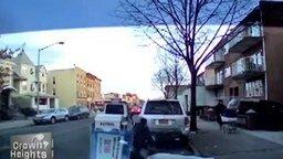 Спас ребёнка от опасностей дороги смотреть видео - 0:21