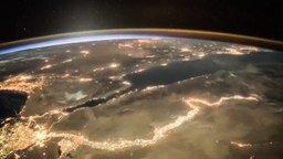 Смотреть Рассвет над Землёй из космоса
