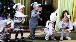 Смотреть Танец зайчиков в садике