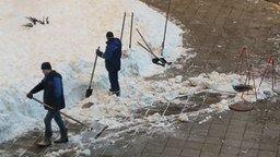 Своеобразная уборка снега