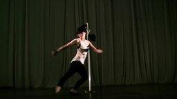 Смотреть Танцовщица-жонглёрша