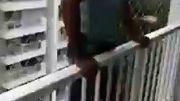 Смотреть Самый безопасный балкон